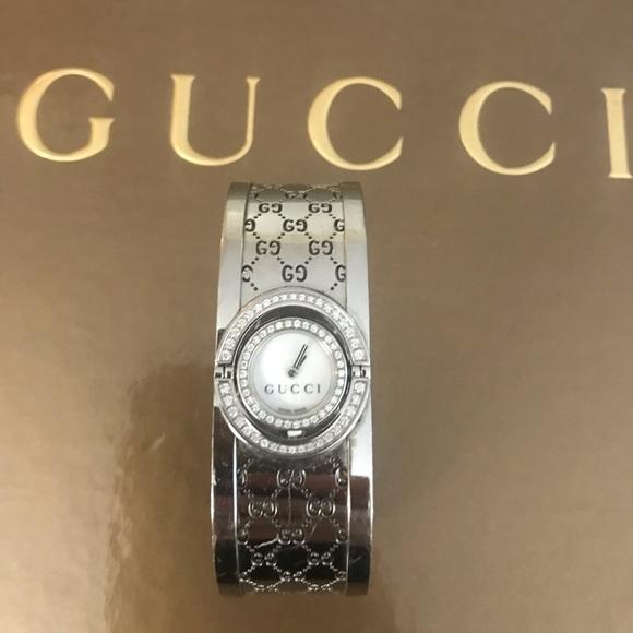 0eaf4563400 Gucci Accessories - Gucci twirl face watch